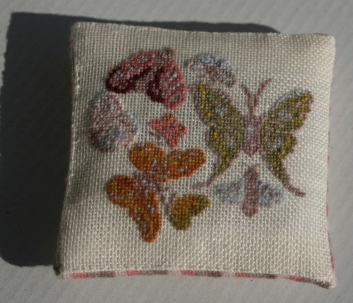 coussin papillons 2 007.JPG